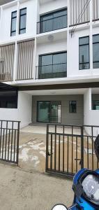 For RentTownhousePattanakan, Srinakarin : Townhome for rent, Pruksa Patio project, Krungthep Kreetha, Rama 9, Krungthep Kreetha Road.