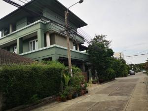 For SaleHouseKaset Nawamin,Ladplakao : 3 storey detached house for sale, modern classic style, Soi Nawamin 68, behind the corner, near the community, price 15.5 million, contact 082 649 9822 Khun Wan