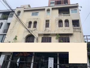 For RentShophouseSukhumvit, Asoke, Thonglor : Commercial building 3 booths for rent, Sukhumvit, Asoke, suitable for restaurants, spas, beauty salons.