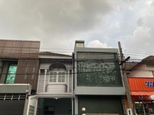 For SaleTownhouseRatchadapisek, Huaikwang, Suttisan : 3469-A😍 For SELL Townhouse for sale, 2 floors, 3 bedrooms 🚄 near MRT Huai Khwang 🏢 Ratchada 🔔 House area: 30.00 sq wa 🔔 Living area: 240.00 sq m For sale: 6,800,000฿📞O88- 7984117,O65-9423251✅LineID:@sureresidence