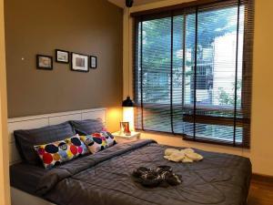 For RentCondoRatchadapisek, Huaikwang, Suttisan : Very cheap room near MRT Huai Khwang The Seed Ratchada-Huay Kwang 1 bedroom, 1 bathroom, 1 kitchen, 1 living room and balcony. Size 29.5 sq m.