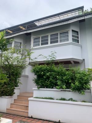 For RentTownhouseSukhumvit, Asoke, Thonglor : Cluster Home for rent, 4 floors, Soi Sukhumvit 39, has a swimming pool.