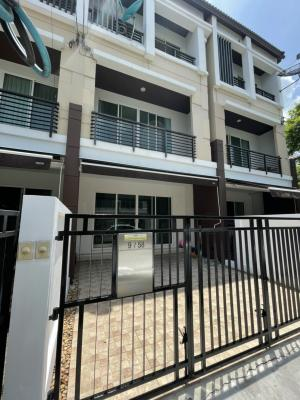 For RentTownhouseKaset Nawamin,Ladplakao : For rent! Townhome is beautiful and rich, ready to move in at 3 pm, Baan Klang Muang Kaset-Nawamin.