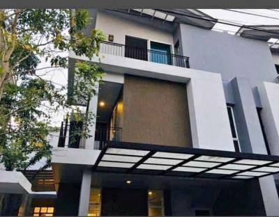For RentHouseVipawadee, Don Mueang, Lak Si : ให้เช่าบ้านแฝด3ชั้น 4ห้องนอนย่านดอนเมือง, หลักสี่, วิภาวดี ตกแต่งพร้อมอยู่ มีห้องนอนผู้สูงอายุด้านล่าง  สามารถเลี้ยงสัตว์เลี้ยงได้