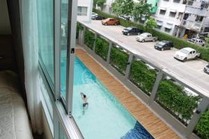 For RentCondoLadkrabang, Suwannaphum Airport : (Big room, small price) Condo for rent, Lumpini Ville On Nut - Lat Krabang 2 #pool view #east