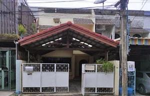 For RentTownhouseSukhumvit, Asoke, Thonglor : Town House for rent, 2 floors, in the heart of the city, Soi Ekamai 12, 25 sq wa, convenient parking in the house.