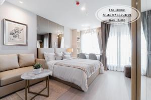 For RentCondoLadprao, Central Ladprao : Rent-Life Ladprao /Studio/ 27 sqm. / Floor 42 / Opposite Central Ladprao / Rent 16,000