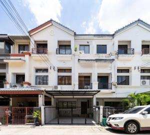 For RentTownhouseRatchadapisek, Huaikwang, Suttisan : Village in the middle of the city of Ratchada - Meng Chai