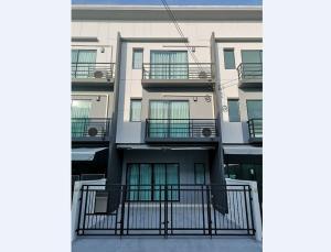 For RentTownhouseBangbuathong, Sainoi : (Owner) 3 storey townhome for rent at Baan Klang Muang. Ratchaphruek-Rattanathibet Near the Purple Line, Bang Rak Yai, area 18 square meters, 3 bedrooms, 3 bathrooms