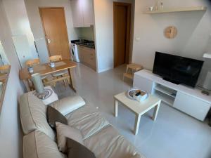 For RentCondoRama9, RCA, Petchaburi : Hot Deal!!! Circle Condominium for rent, nice 1 bed, high floor, nice view, spacious, near MRT Petchaburi.