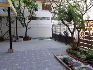 For RentHouseSukhumvit, Asoke, Thonglor : 3503-A😊 For RENT House for rent 2 storey, 3 bedrooms🚄near BTS Ekkamai🏢Sukhumvit 🔔 House area: 22.50 sq wa 🔔 Usable area: 180.00 sq m 💲 Rent: 90,000฿📞O88-7984117 ,O65-9423251✅LineID:@sureresidence