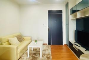 For RentCondoSamrong, Samut Prakan : Rent 9000 baht, new room, super cheap.