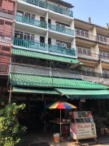 For SaleShophouseOnnut, Udomsuk : Urgent sale!!! Commercial building, 4.5 floors, 21 sq m. Bang Chak, Phra Khanong, near BTS Bang Chak.