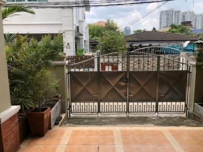 For RentHouseSapankwai,Jatujak : For Rent 3-storey house for rent, Soi Phahonyothin 19. Vibhavadi Rangsit 28, Chatuchak District, fully furnished. Registered address can be used Near MRT Phahon Yothin, BTS Lat Phrao