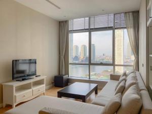 For RentCondoWongwianyai, Charoennakor : Condo for rent at Baan Sathorn Chao Phraya, beautiful room with furniture. Chao Phraya River view, near BTS Saphan Taksin / BTS Krung Thon Buri, ready to move in, 75 square meters, 17th floor