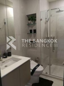 For RentCondoRama9, RCA, Petchaburi : Chewathai Residence Asoke for rent, very cheap price 18,000 baht per month, beautiful room, high ceiling. Plus, on a high floor, another 35 sq.m., 1 bedroom, 1 bathroom