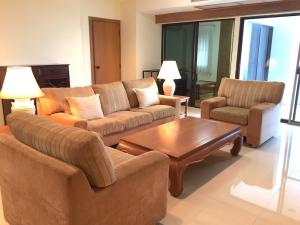 For RentCondoSukhumvit, Asoke, Thonglor : (Owner) Condo 55th Tower Thobglor 170 sqm. walk 5 minutes from BTS Thonglor, 7th floor, Thonglor Road view. fully furnished