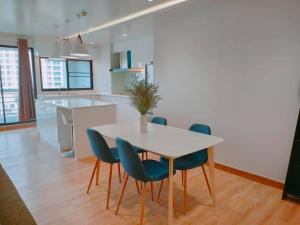 For SaleCondoSukhumvit, Asoke, Thonglor : Royal Castle Condo for sale and rent: 3 bedrooms, 2 bathrooms, close to BTS Phrom Phong, 3 bedrooms, 2 bathrooms.