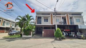 For SaleTownhouseSamrong, Samut Prakan : Townhome for sale, Pleno Srinakarin, Soi Sri Dan 22, Community Development 3, area 24.8 sq.wa., behind the corner of Main Road, near Big C Srinakarin.