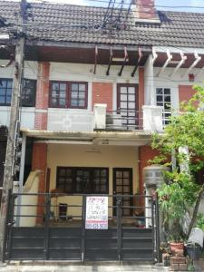 For SaleTownhouseLadprao, Central Ladprao : Selling cheap 2-storey townhouse, Lat Phrao 80, intersection 14, size 18 sq.wa., good location, connected to many routes