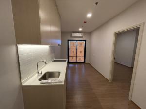 For RentCondoRamkhamhaeng, Hua Mak : For Rent | New Condo METRIS Rama 9-Ramkhamhaeng 30 sqm. Balcony 19 sqm. Swimming pool floor. Can pet dogs 🐶