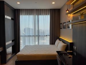 For SaleCondoSiam Paragon ,Chulalongkorn,Samyan : Studio room for sale, 25 sqm. Built in, tight, beautiful decoration, Ashton Chula-Silom, near Chula, near Sam Yan MRT. Interested to see the room, call 062-339-3663