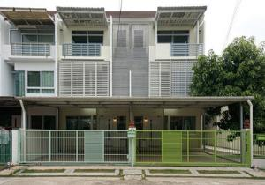 For RentTownhousePattanakan, Srinakarin : For Rent 3-storey townhome for rent, Baan Mai Village, Rama 9 - Srinakarin, Soi Krungthep Kreetha 7, very beautiful house, fully furnished, 4 air conditioners, living only Pets are not allowed
