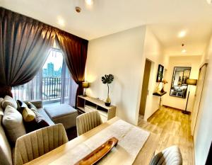 For SaleCondoWongwianyai, Charoennakor : (Owner Post) Condo for sale, the most beautiful view of the Chao Phraya River, Niche Mono Charoennakorn, 2 bedrooms, 49 sq m., 25th floor, balcony on the east side, overlooking the beautiful Chao Phraya River. Like resting every day Fully furnished, can m