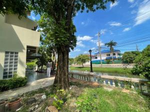 For RentHouseSamrong, Samut Prakan : House for rent 100 sq m. River view, Thepharak, Samut Prakan.