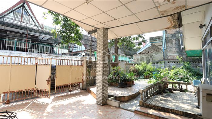 For SaleHouseSukhumvit, Asoke, Thonglor : Sukhumvit 101/1 Land for sale with 2 storey house, size 76 square meters.