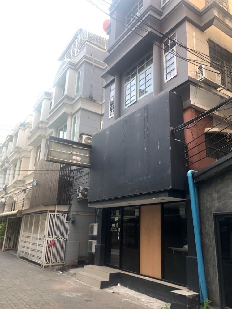 For SaleTownhouseSukhumvit, Asoke, Thonglor : Townhome for sale in Soi Sukhumvit 39, 4 floors, partially furnished.