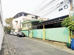 For SaleHouseLadprao101, The Mall Bang Kapi : House for sale in Soi Ladprao 93, only 500 m. from Soi Ladprao, near the yellow line station