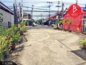 For SaleLandMahachai Samut Sakhon : Land for sale with buildings 1 rai 53.0 square wa, Mahachai, Samut Sakhon.