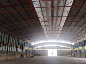 For RentWarehouseRangsit, Patumtani : For Rent Rent a large factory warehouse, Road 345, Bang Khu Wat, Pathum Thani, Soi 6 meters wide, warehouse area 1100 square meters, trailers can go in and out.