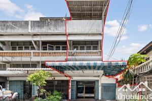 For SaleShophouseRama5, Ratchapruek, Bangkruai : 2 and a half storey commercial building, Soi Wat Sri Prawat (Bang Kruai), corner plot, next to the road, suitable for trading