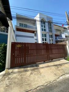 For RentTownhouseOnnut, Udomsuk : RTJ748 3-storey townhome for rent, Sukhumvit 54, area 27 square meters, near BTS On Nut 660 meters.