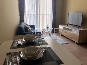 For RentCondoSukhumvit, Asoke, Thonglor : Noble BE19 for RENT HOT DEAL // Condo For Rent Noble BE19 1 Bed 1 Bth    Good Location // Close to BTS & MRT