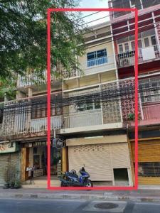 For RentShophouseRatchadapisek, Huaikwang, Suttisan : RPJ185 Commercial building for rent, 4 floors, next to the road, Soi Intamara, near Huai Khwang MRT 770 meters.