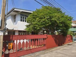 For RentHouseRamkhamhaeng, Hua Mak : RHT518 House for rent, 2 floors, area 56 square meters, Thai Siri Nuea Village, near Town in Town, Lat Phrao.