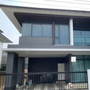 ขายบ้านพัฒนาการ ศรีนครินทร์ : บ้านเดี่ยว 2 ชั้น เศรษฐสิริ กรุงเทพกรีฑา ทำเลดี 2 นอน 3 น้ำ ห้องนั่งเล่น (S2183)