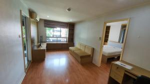 For RentCondoRatchadapisek, Huaikwang, Suttisan : Condo for rent, Lumpini Ville Cultural Center, very spacious room, airy, clear, very cheap price
