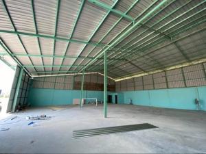 For RentWarehouseBangbuathong, Sainoi : For Rent Rent a new warehouse. Along Sai Noi Road Near Sai Noi intersection, Bang Bua Thong, warehouse area 600 square meters, big cars can go in and out.