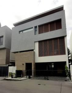 For RentHouseRatchadapisek, Huaikwang, Suttisan : 3 storey house for rent, Parc Priva, Thian Ruammit.