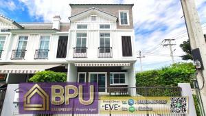 For RentTownhouseBangna, Lasalle, Bearing : ** 3 Bedrooms Townhome Corner Unit with mezzanine for Rent ** Indy 4 Bangna km.7 Near Mega Bangna