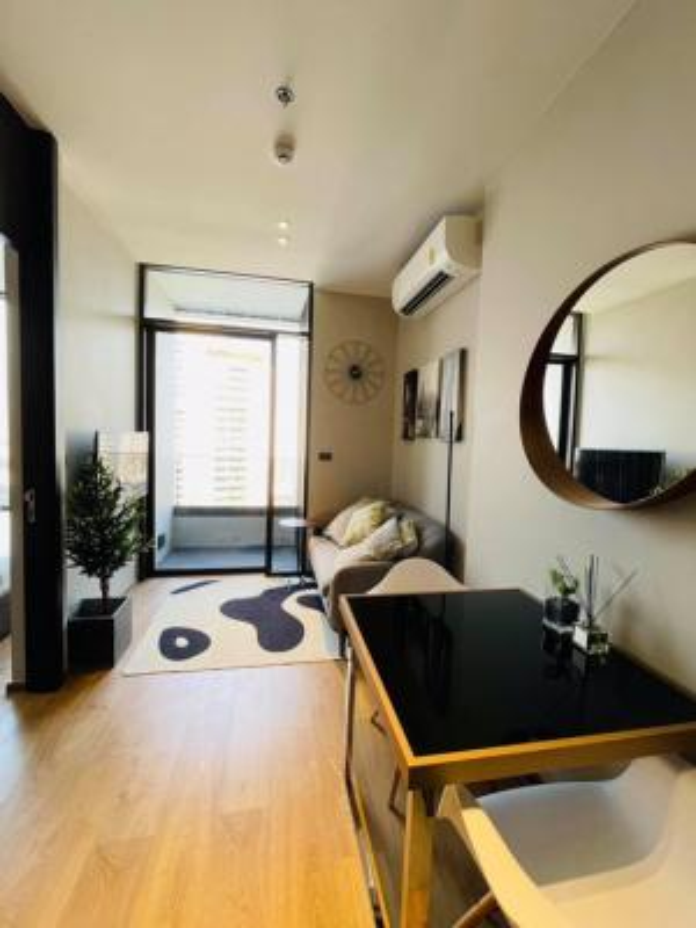 For RentCondoSukhumvit, Asoke, Thonglor : New condo for rent Luxurious in the heart of Thonglor and Ekkamai, The Fine Bangkok Ekkamai 12, size 35 sq.m., floor 22