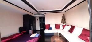 เช่าคอนโดสีลม ศาลาแดง บางรัก : ให้เช่า คอนโด State Tower (RCK Tower Silom) Office & Resident