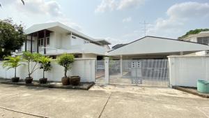 ขายบ้านพัฒนาการ ศรีนครินทร์ : ขายบ้านเดี่ยว 2 ชั้น 2หลังต่อกัน พร้อมที่ดิน หมู่บ้านแหลมทอง พัฒนาการ 28 เขตสวนหลวง กทม