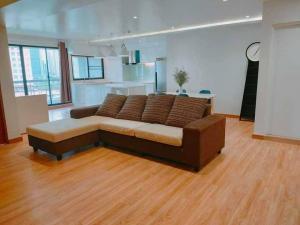 เช่าคอนโดสุขุมวิท อโศก ทองหล่อ : ROYAL CASTLE Unit with Fully furnished FOR RENT 3 bedrooms 2 bathrooms