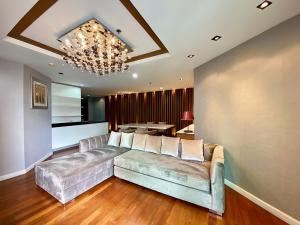 ขายคอนโดพระราม 9 เพชรบุรีตัดใหม่ : ขายห้องตกแต่งอย่างดีแบบ 2 ห้องนอนและ 2 ห้องน้ำ ขนาด 96 ตรม. เจ้าของขายเอง
