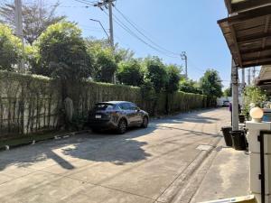 ขายทาวน์เฮ้าส์/ทาวน์โฮมพัฒนาการ ศรีนครินทร์ : ขายบ้านทาวน์อเวนิว 22/2 (Town Avenue) @กรุงเทพกรีฑา 7 แยก 4 หน้าบ้านไม่ชนใคร เป็นบ้านต้นโครงการ บรรยากาศดี